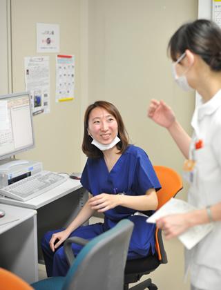 看護師さんからの催促に笑顔で対応