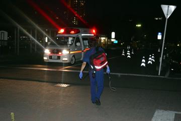 救急車で現場に移動